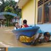 Penyelamatan Murid-Murid SD 008 Sungai Pinang di Samarinda yang Terkepung Banjir Setinggi Dada
